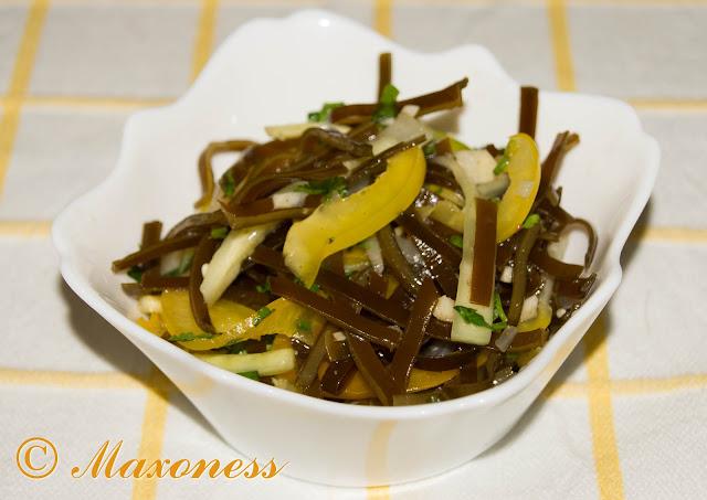 Остренький салат с морской капустой