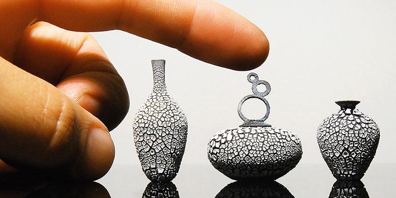 Artista hace cerámicas de arcilla increiblemente diminutas