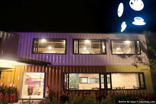 IMG 9871 - 台中沙鹿│帆杋望海。超級隱密的夜景咖啡廳!繽紛色彩貨櫃屋在夜裡也超夢幻!