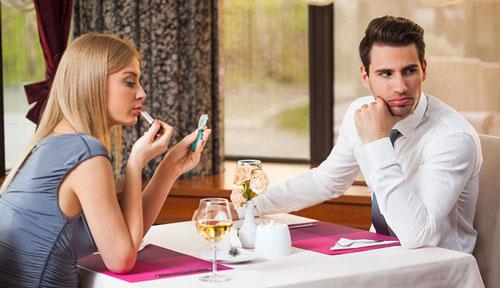 kesalahan cowok saat kencan pertama