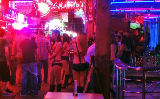 sexy bar girls