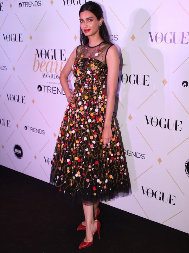 Diana Penty At 2017 Vogue Beauty Awards In Mini Black Dress