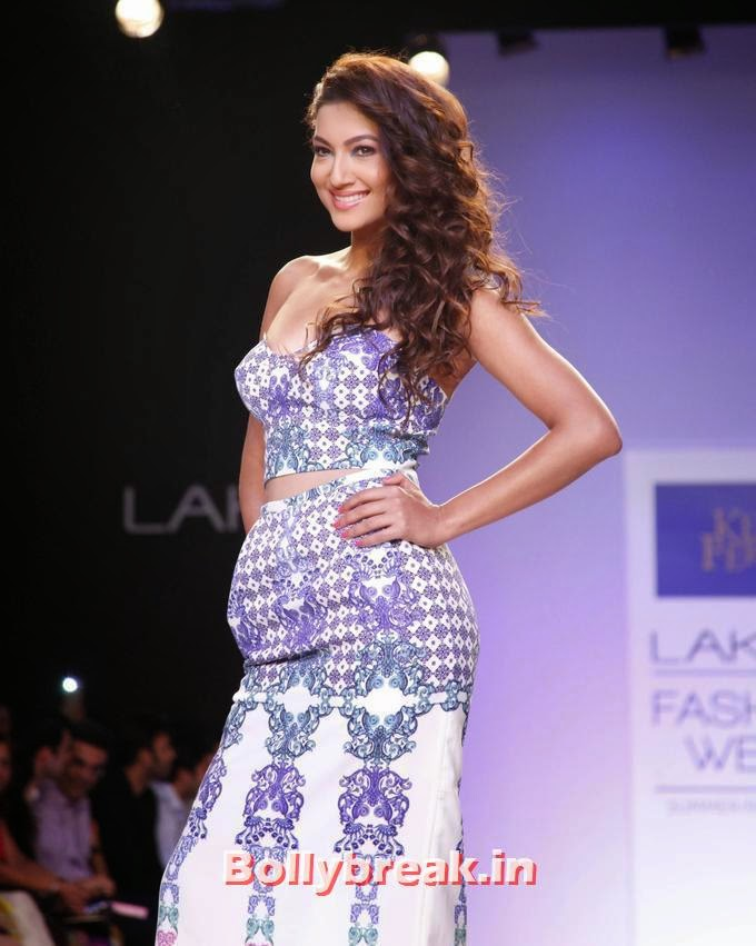 , Gauhar Khan Sizzles at Lakme Fashion Week