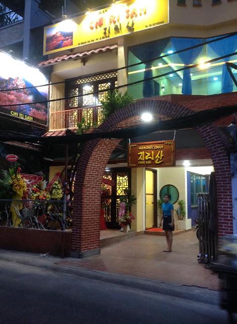 Mặt tiền nhà hàng