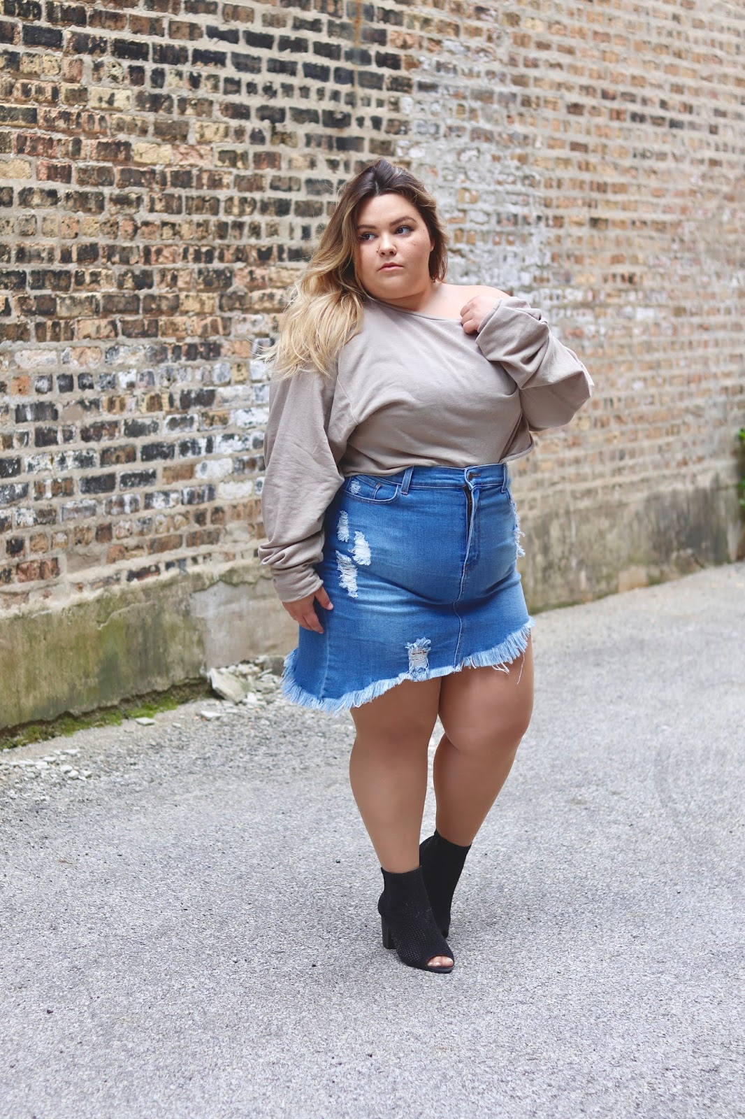 fashion nova, fashion nova curve, blogger review, natalie craig, natalie in the city, Chicago blogger, midwest blogger, plus size fashion blogger, affordable plus size clothing, sexy plus size clothes, oversized sweatshirts, plus size denim skirt, destroyed denim skirt, denim trend