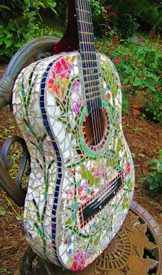 Guitarra mosaico una idea fantástica para reciclar