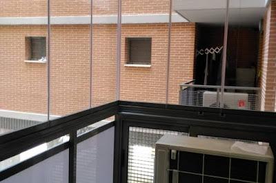 Cerramiento con cortina de cristal en Miralbueno