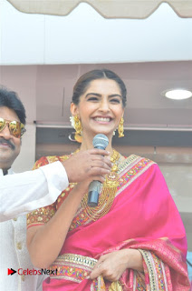 Actress Sonam Kapoor Launch Kalyan Jewellers Anna Nagar Showroom 0005.jpg
