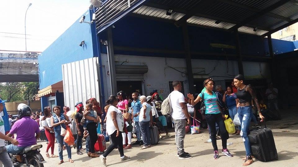 Vacacionistas abarrotan Parada de Barahona  en Santo Domingo por el asueto de Semana Santa (Ver Galería de Imágenes)