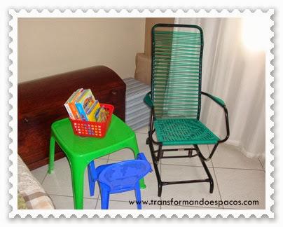 Livros infantis em caixa organizadora de lojas de 1,99