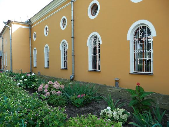 Чернигов. Елецкий Успенский монастырь. Петропавловский зимний храм и трапезная