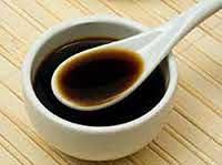 Содержит множество минеральных элементов,  витаминов и аминокислот. Из - за содержания  производных глутаминовой кислоты  имеет свойство ярко подчёркивать вкус блюд.