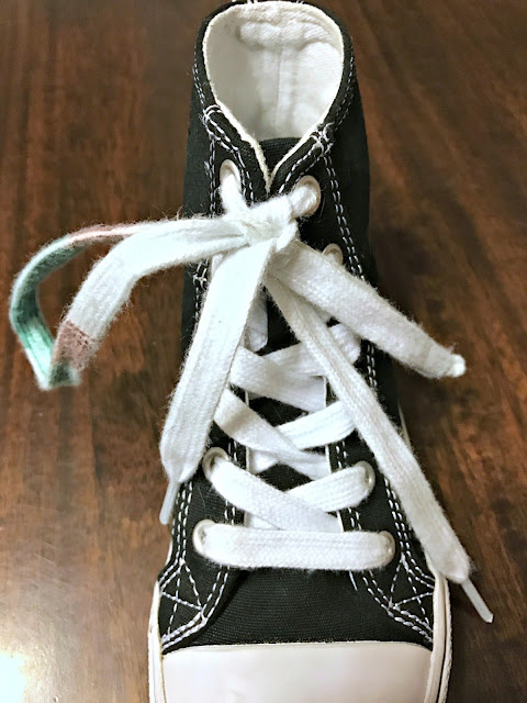 How to teach your kid to tie shoes, shoe tying technique, colored laces shoe tying lesson, knot in shoe laces tying lesson, fastest way to teach your kid to tie their shoes