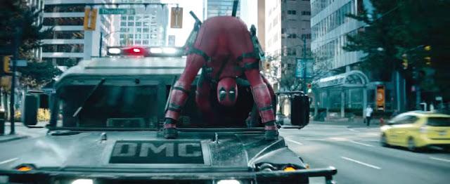 Deadpool (Ryan Reynolds) dans une situation qui ne pouvait arriver qu'à lui dans Deadpool 2