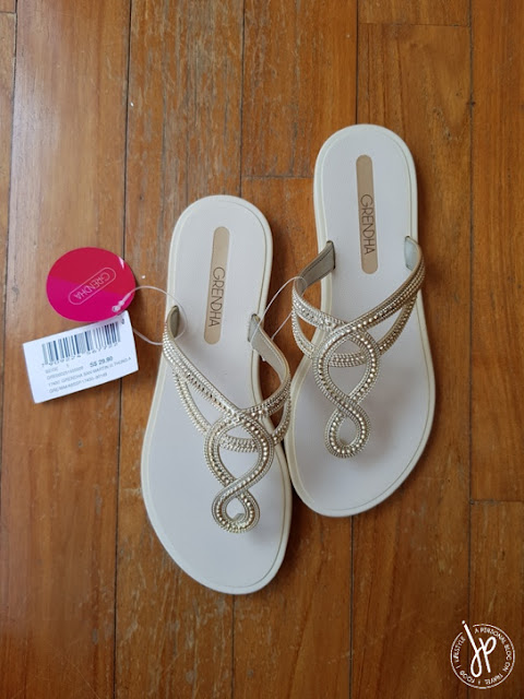 classy thong sandals in beige and gold detail