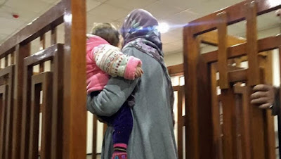 Former ISIS militant with her daughter in Iraqi court.