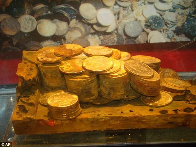 Cazador de tesoros encontró 3 toneladas de oro hundido