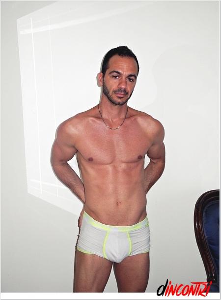 escort cerca incontri gay bari