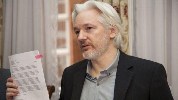 Assange denuncia espionaje en embajada de Ecuador