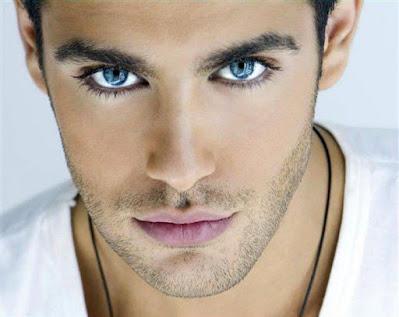 صور رجل بعيون زرقاء