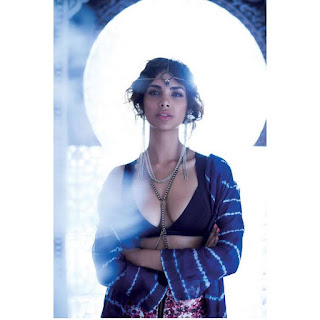 Esha Gupta Deep Cleavage Photos