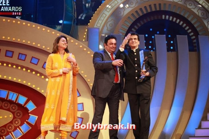 Former co-stars and good friends Neetu Singh, Rishi Kapoor and Jeetendra on stage, Zee Cine Awards 2011-2013 Pics