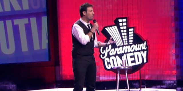 Aprendiendo a hablar en público: Iñaki Urrutia durante una de sus actuaciones. Fuente: Comedy Central