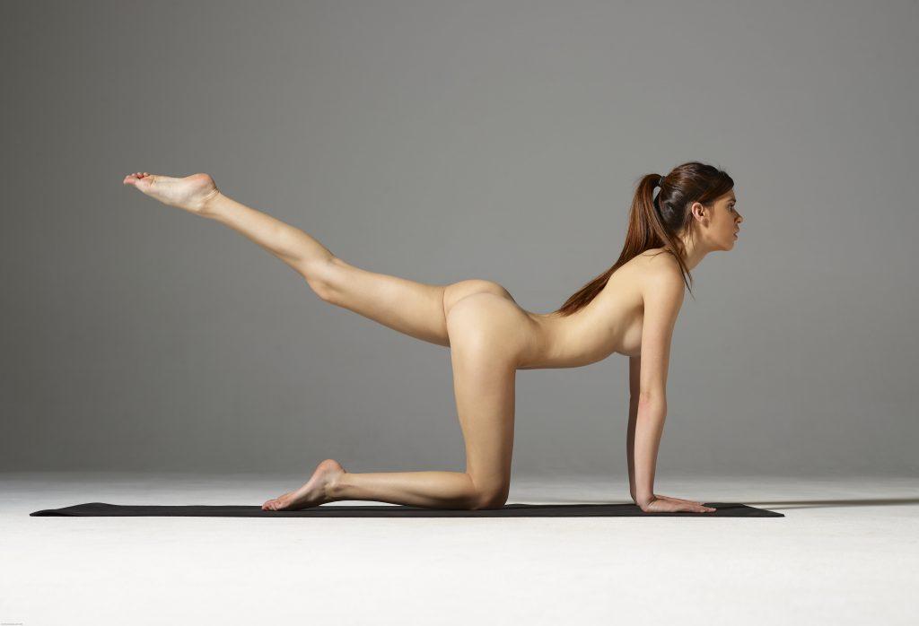 Yoga poses nude — photo 3