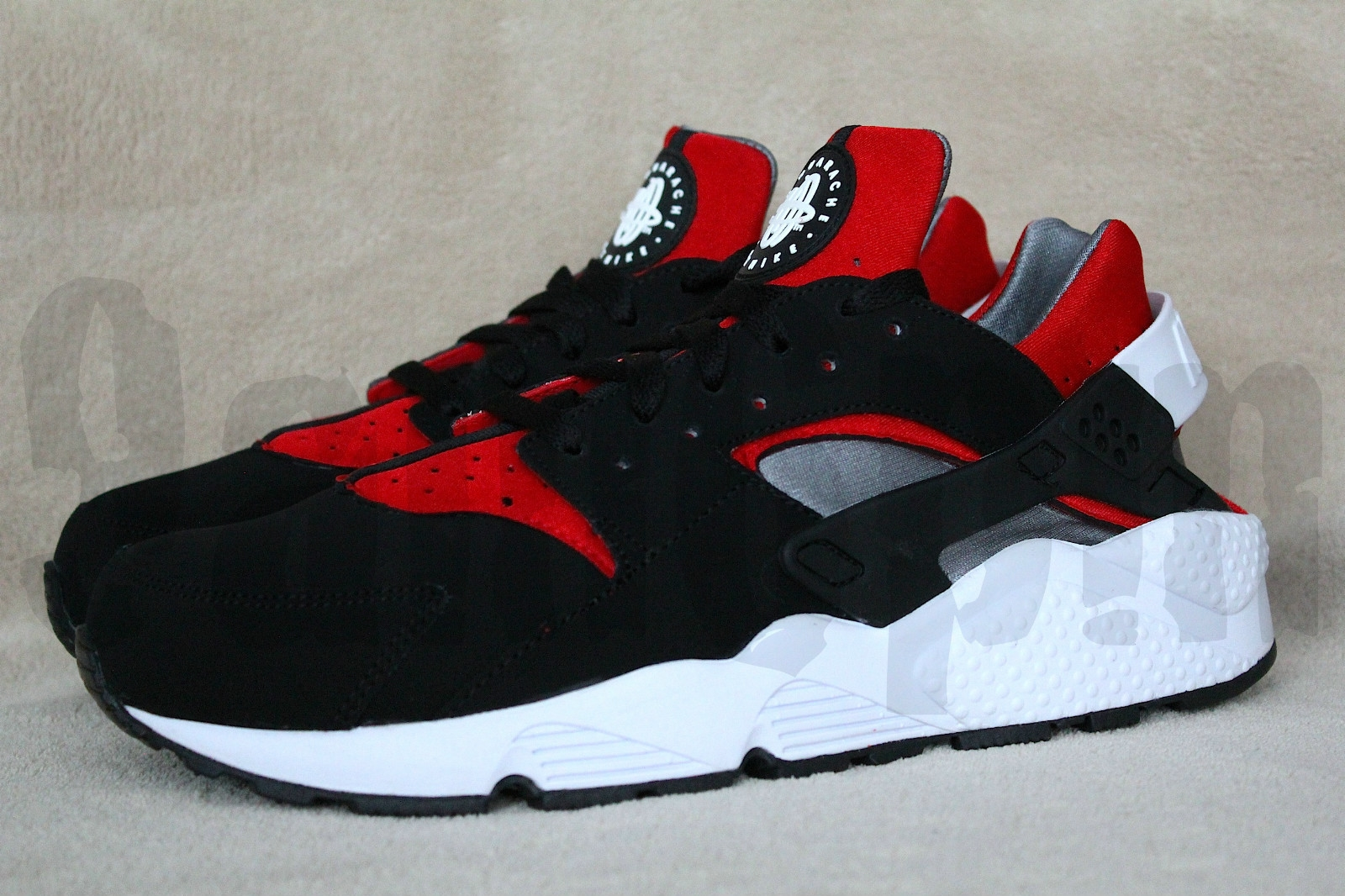 sneaker archive 2012 nike air huarache black sport red. Black Bedroom Furniture Sets. Home Design Ideas