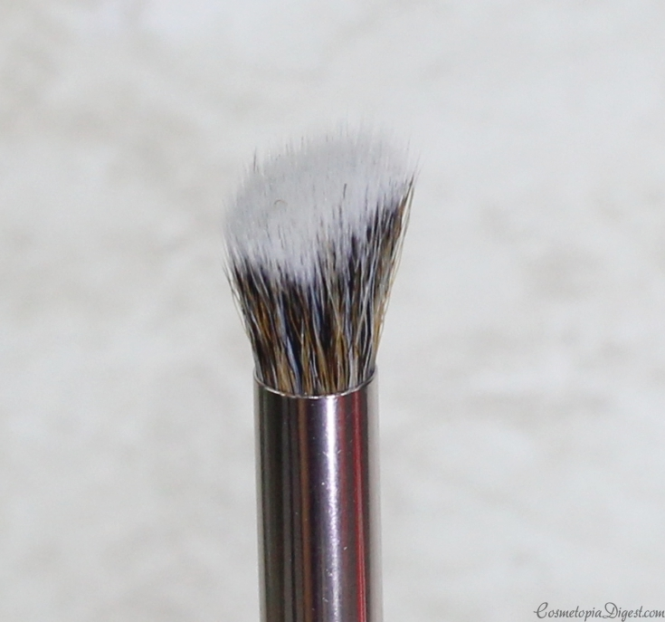 Look Good Feel Better face and eye makeup brushes support women and teens with cancer.
