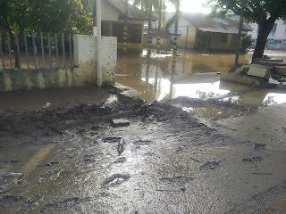 Banjir Datang Lagi, Rumah dan Fasum Kembali Berlumpur