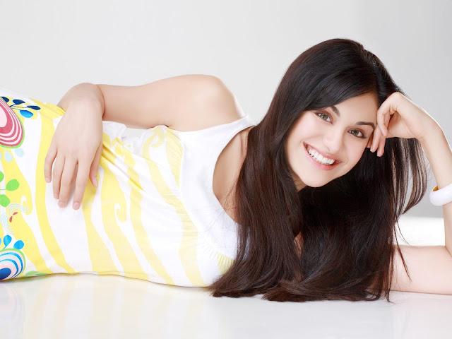 Cute Indian Actress HD Wallpaper, Bollywood Actress HD Photo