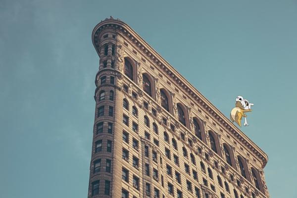 تصوير بوكيمون فوق مبنى تاريخي