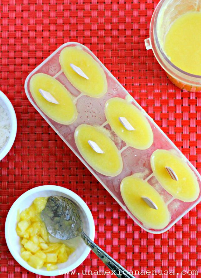 Paletas de piña y coco by www.unamexicanaenusa.com