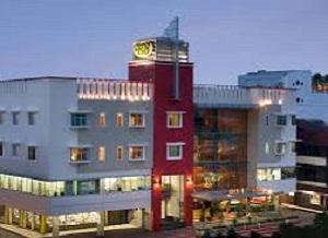 lokasi santika hotel yang strategis di tengah kota pontianak