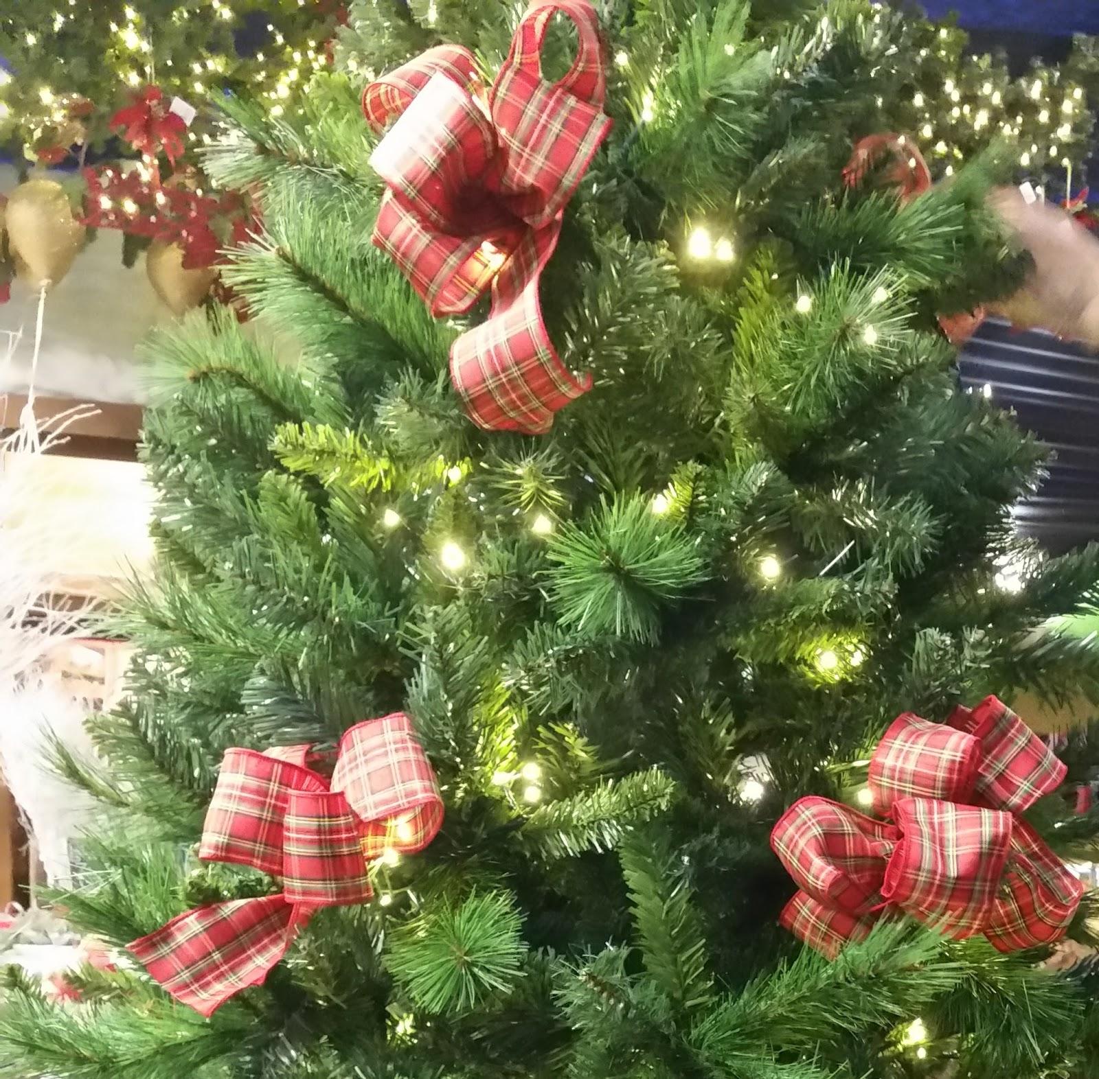 Come decorare l 39 albero di natale - Nastri decorativi per albero di natale ...