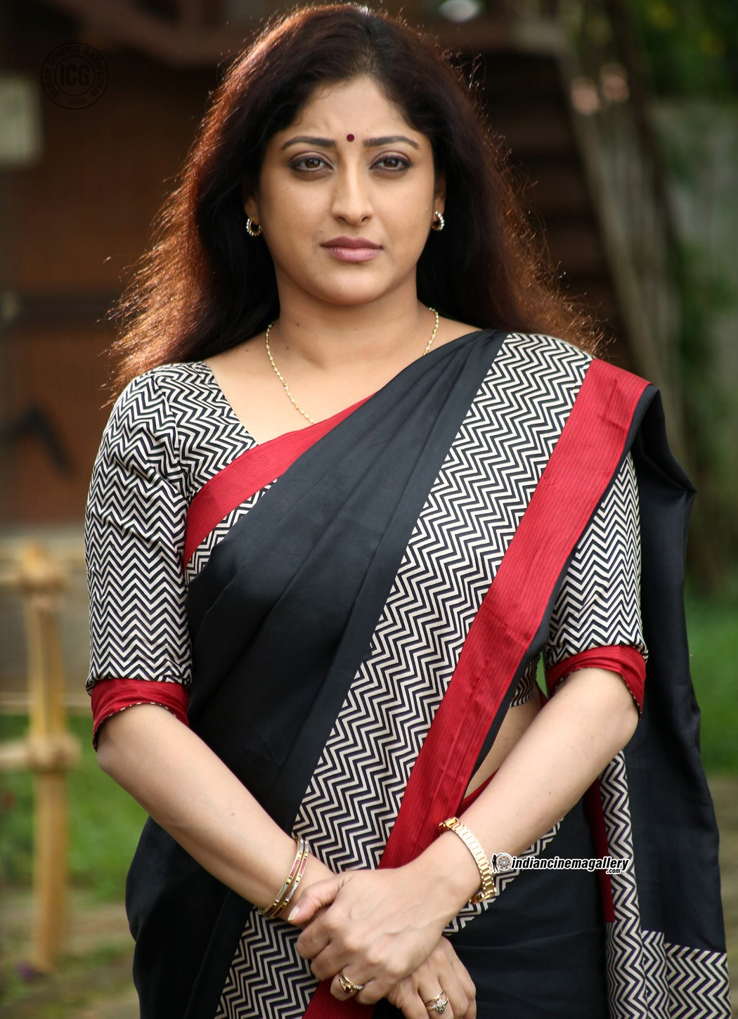 Lakshmi Gopalaswamy Latest Hot Photos In Saree From Oru -4293