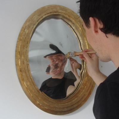 Sonhar com espelho é ruim