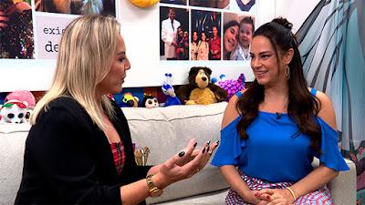 Silvia (à direita) com a repórter Abiane - Reprodução/TV Aparecida