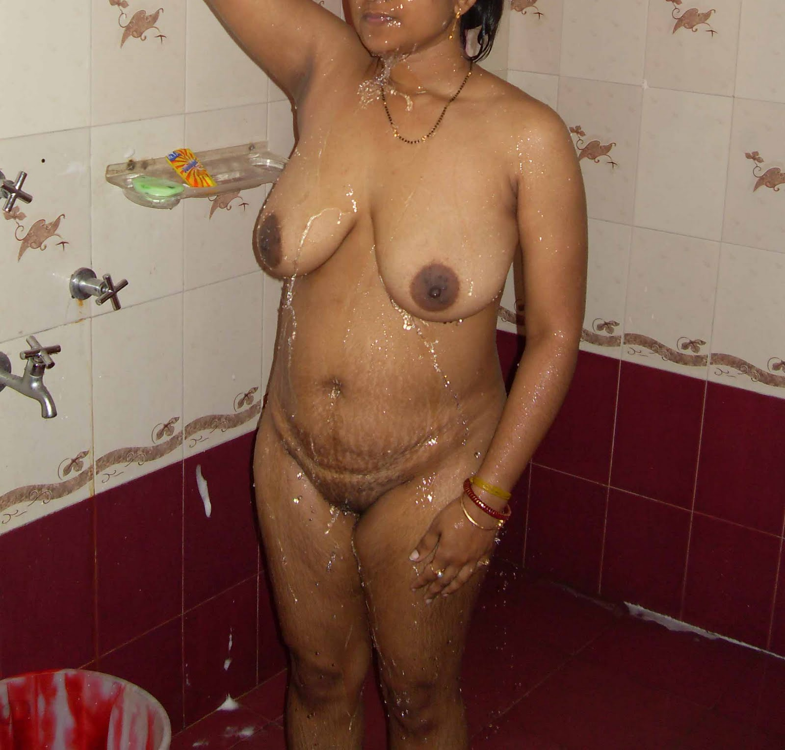 Desi Aunty Bathing Nude Showing Boobs Pics - Stars With -4137