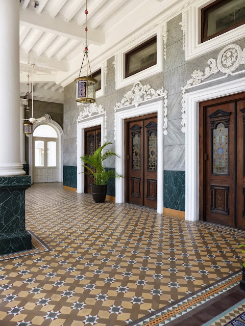 Falaknuma Palace Images: double doors and an intricately patterned marble floor