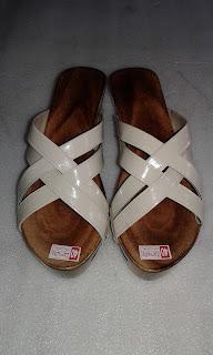 Kelom Tasik dan Sandal Kelom Modern