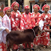 Alaafin of Oyo and his Oloris take photos with the ram they killed for the sallah