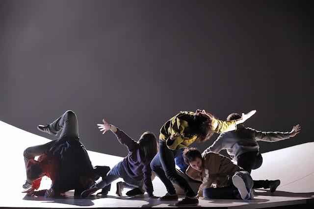 Dancarinos em palco