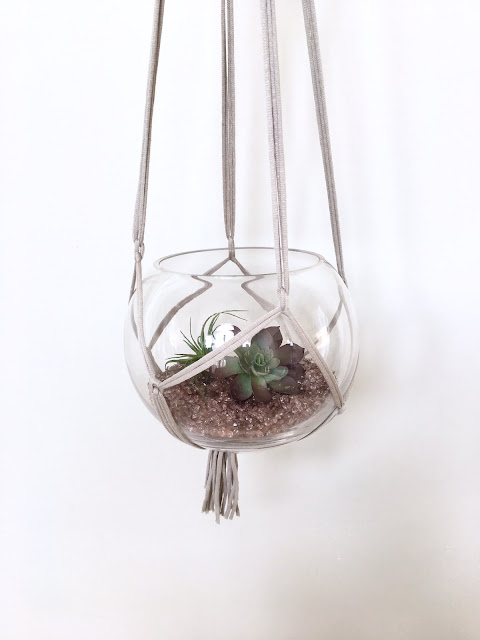 Easy-DIY-macrame-plant-hanger-harlow-and-thistle-12