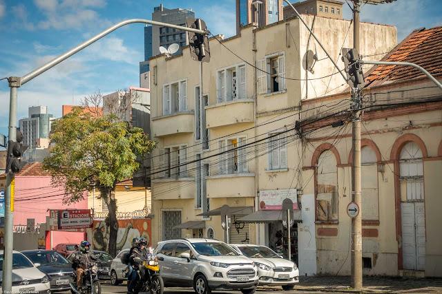 Um pequeno edifício na Alameda Cabral