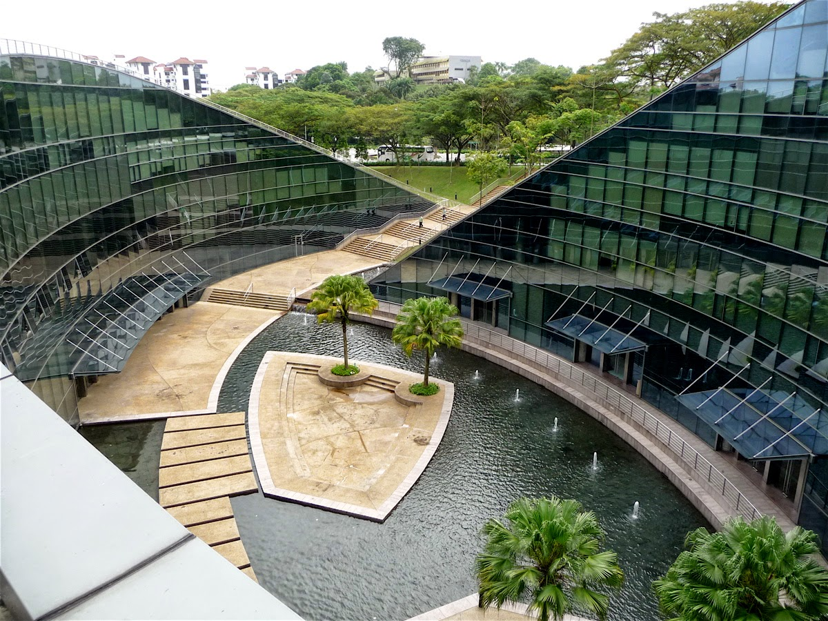 Design green roof art school in singapore for Form garden architecture