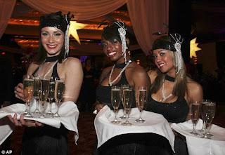 https://3.bp.blogspot.com/--XBPrbRmUmk/V41_l3RGNjI/AAAAAAAAGnM/K6jnJnorF8k0RqKG5ULT68M2EIeCBBPbwCLcB/s1600/Hotel+Atlantic+flapper+City+Cocktail+serviers.jpej.jpg