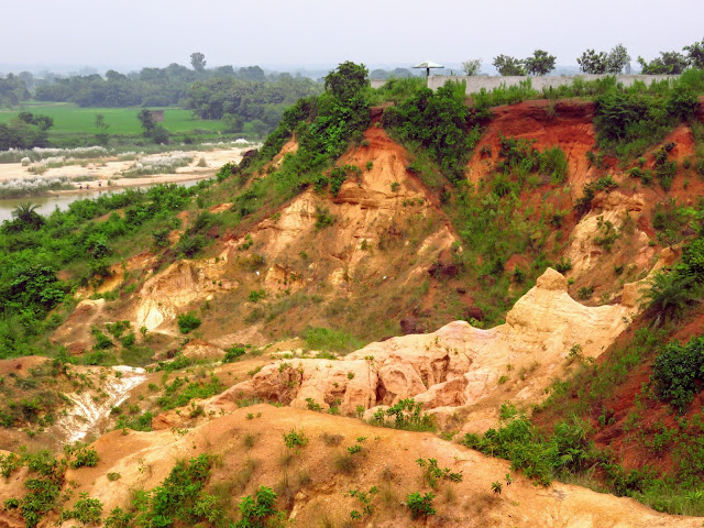 Gangani-Gongoni-The-Grand-Canyon-Of-Bengal-Garhbeta