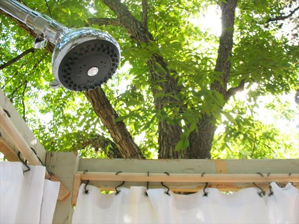 Diy Outdoor Pallet Shower Do It Yourself Ideas And Projects